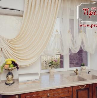 Классические декорирующие шторы для кухни