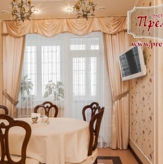 Прямые розовые шторы для гостиной