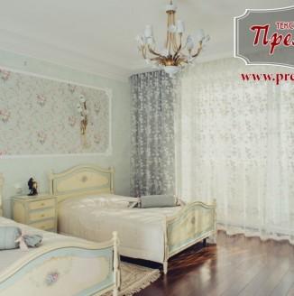 Текстильное оформление гостевой комнаты в коттедже