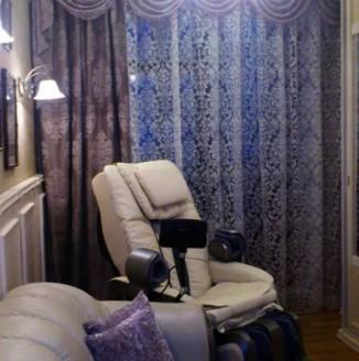 Прямые шторы с классическим ламбрикеном в гостиную