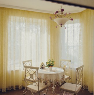 Желтые шторы для кухни
