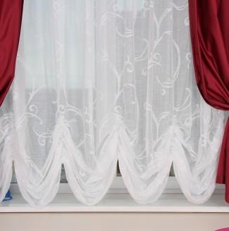 Красно-белые шторы в гостиную