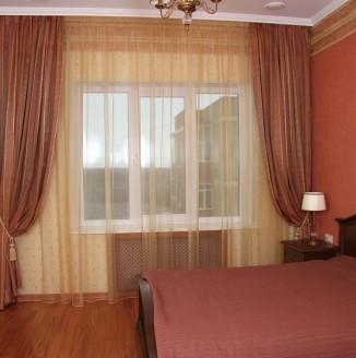 Классические шторы и покрывало для спальни