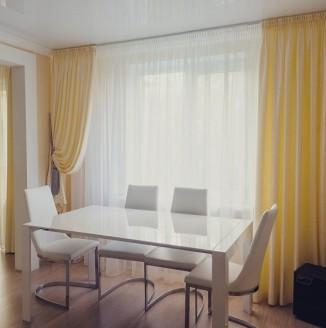 Сливочные шторы в гостиную
