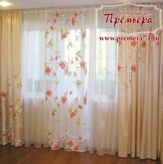 Желтые шторы с цветочками в гостиную