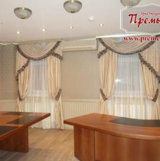 Классические шторы в комнату для переговоров