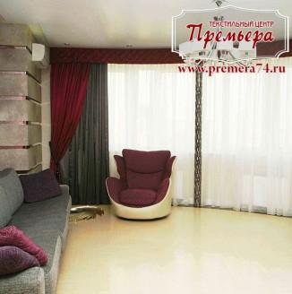 Элегантные красные шторы в гостиной
