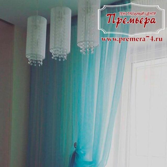 Голубоватые тюлевые шторы