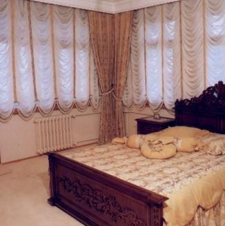 Французские бежевые шторы для спальни