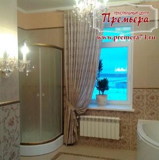 Классические шторы в ванную комнату загородного дома
