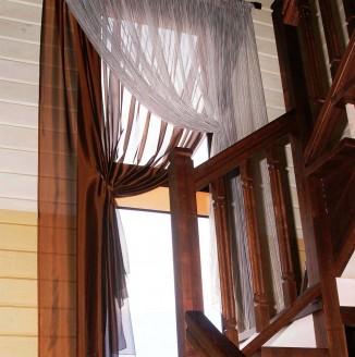 Шторы для окна у лестницы