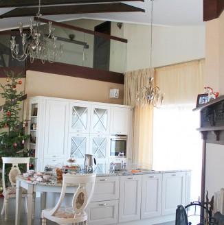 Бежевые шторы для кухни