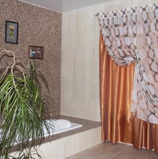 Оранжевые шторы в ванную