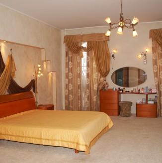Оформление спальни используя смешение стилей