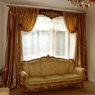Бархатные коричневые шторы в гостиную
