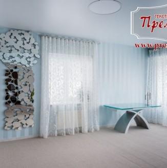 Дизайн штор для голубой гостиной