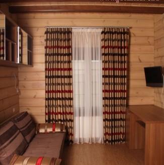 Современные шторы в гостиную дома