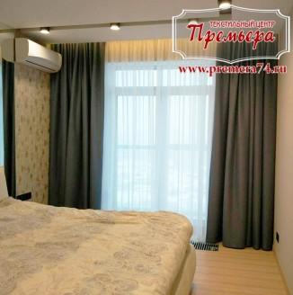 Прямые серые шторы в спальню