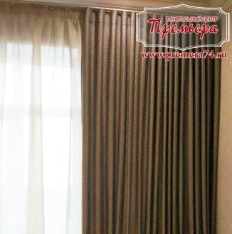 Текстильное оформление комнаты геометрическими портьерами
