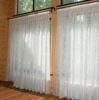 Оформление штор в гостиной для загородного дома