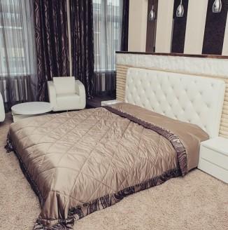 Современное оформление интерьера спальни шторами