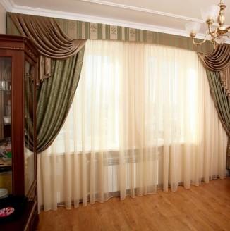 Вариант классических штор для гостиной