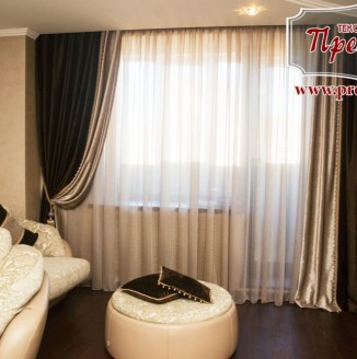 Текстильное оформление бархатом в гостиной
