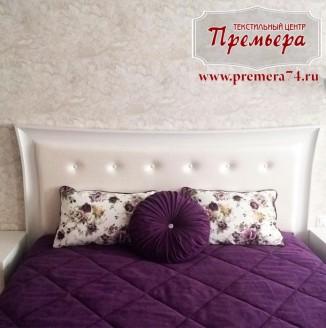 Фиолетовое текстильное оформление спальни