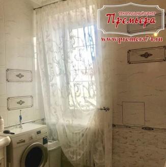Декоративная штора для ванной комнаты