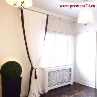 Прямые белые шторы для коридора