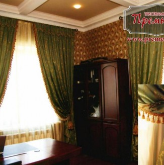 Классические бархатные шторы в кабинет
