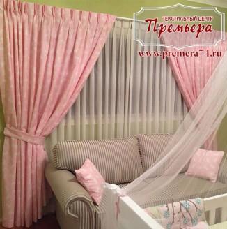 Розовые шторы для комнаты новорожденного
