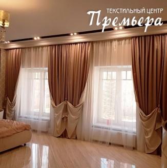Атласные шторы в классическом интерьере