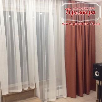 Прямые однотонные шторы в гостиную