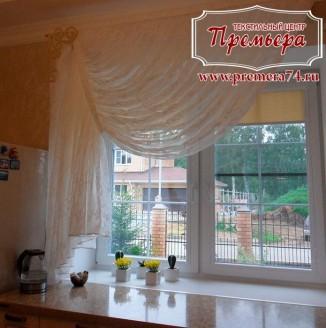 Классическая занавеска на кухонное окно