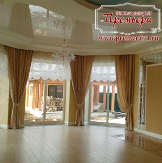 Классические шторы в просторный зал частного дома
