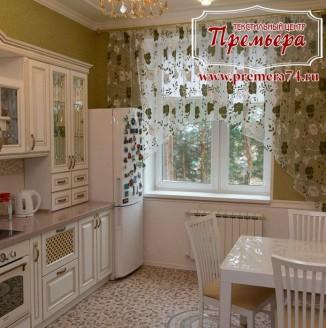 Узорчатая занавеска на кухонное окно