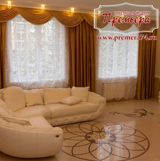 Прямые коричневые шторы в гостиную