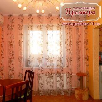 Прозрачные шторы с цветочным принтом