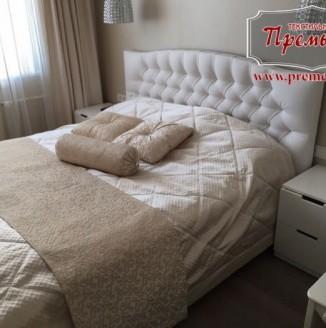 Текстильное оформление белой спальни