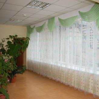 Оформление фойе дет дома №14 шторами в классическом стиле