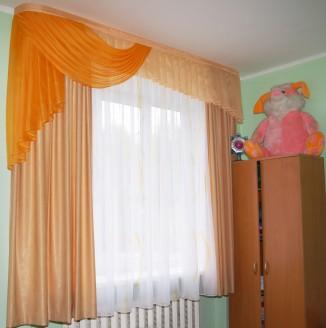 Оранжевые шторы для детской